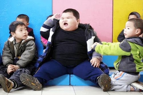 Sky Art - Trẻ béo phì thường kém thông minh đối với trẻ có cân nặng bình thường